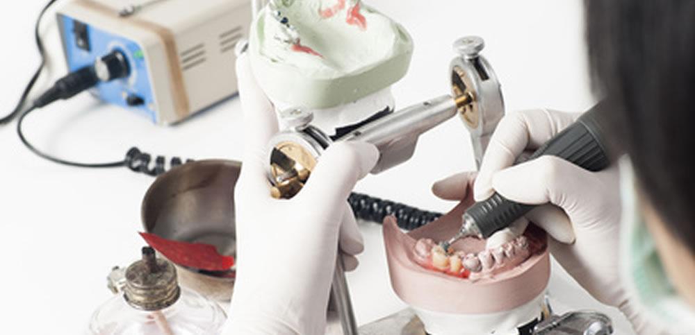 歯科技工士と提携